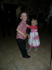 Rozárka mala prevahu a furt ho ťahala tancovať :)