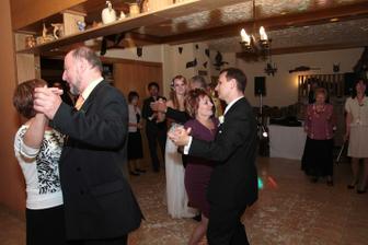 Rodičovský tanec ( valčík na modrom Dunaji ) vraj je to klasika
