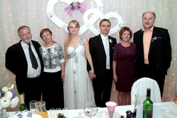 Monika Keseyová{{_AND_}}Lukáš Vach - manželovy rodičia , my dvaja a moji rodičia
