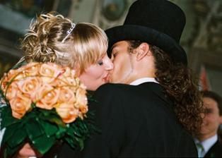 novomanželský polibek jak má být :-)
