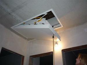 koncom 6 2009 schody na strechu