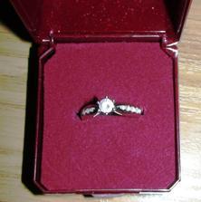 Prstienok, ktorý som dostala od drahého 24.7.2008 po 5 ročnom vzťahu :)