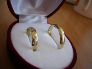 už nám přišly i snubní prstýnky!!!