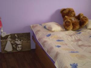 Spálnička....obraz zatím nemá miesto...a chcelo by to novú posteľ....