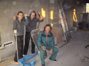 Libienka so ségrou prvý krát pracujú na stavbe. Pišta asi 365-ty krát...