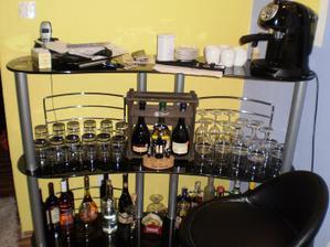 v obyvacke nam pribudol barovy pult :)