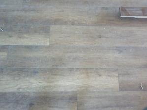 podlaha je zaprašena...finak je tmavšia