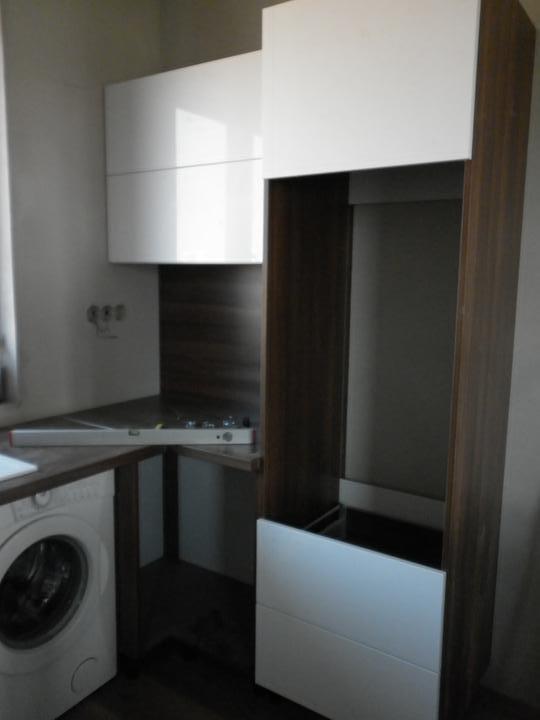 Kuchyna sa črta :) - tu bude vstavana rura a nad nou mikrovlnka