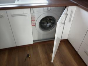 zabudovana pračka... som rada že ju mam v kuchyni a nestraši v kupelni
