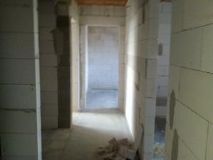 chodbicka medzi izbami a spalnou