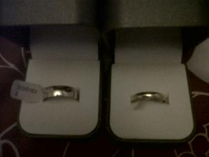 our rings. not a good pic thou