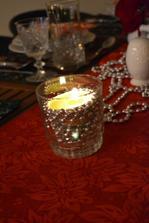 svietnik z pohara, korálok a čajovej sviečky :)