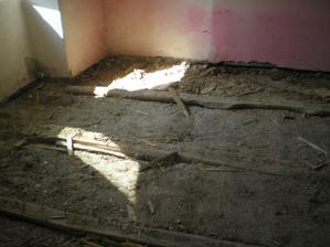 toto bolo pod drevenou podlahou