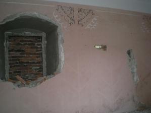 môj objav... 2 zamurovane okna, o ktorých sme netušili, ale potešili... postupne sa prispôsobujeme tomu, čo najdeme...