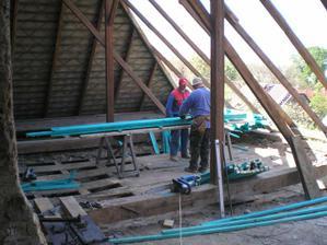a konečne sa robí strecha