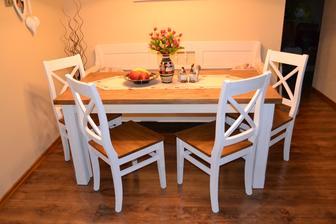 a skoro presne dva roky od nastahovania mame aj jedalensky stol a stolicky :) jeeeej tesim sa :)