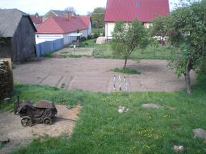 a mame uz aj zahradku... zeleninka zasiata, uvidime co z toho vyrastie :D