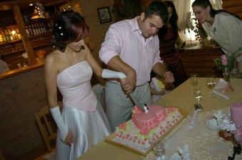 ... tak ne, dobře to dopadlo, píchnul do dortu