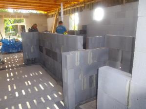 vstupná chodba a miesto pre vstavanú skrinu