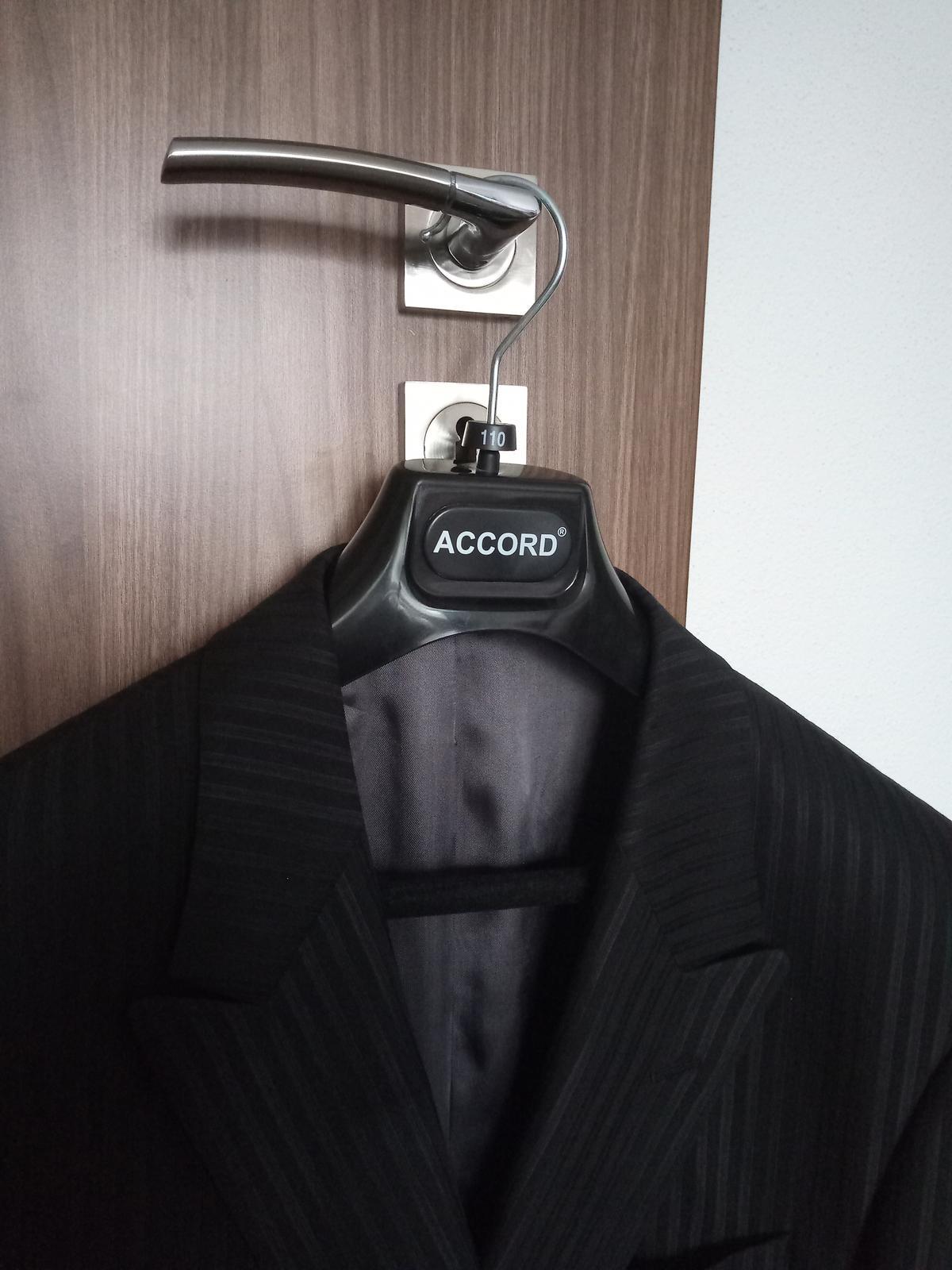 oblek Matteo Bernetti 54-56 - Obrázok č. 3