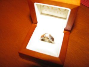 Zásnubní prstýnek v krabičce