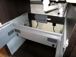 Servodrive uno upraveny aby sa dal namontovat aj na priecku a fungoval tak s odpadkovym kosom blanco select.