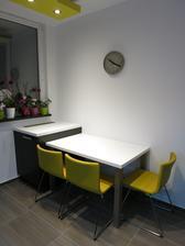 Doplnene vsetky 3 zlte stolicky(Ikea Bernhard) a paradne betonove hodiny od Zuiveru
