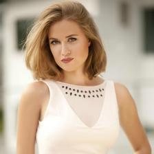 jako žena velká inspirace pro mne- je krásná, myslím že i chytrá a má vkus ;-)