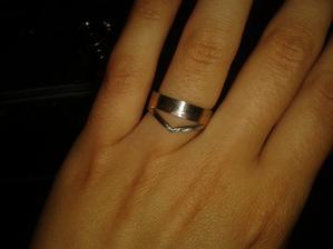 První zkouška mých prstýnků (necháváme dělat zásnubní i se snubním, i když to budou 2 kousky, chci, aby spolu tvořily celek)
