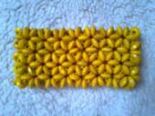 žltý náramok,