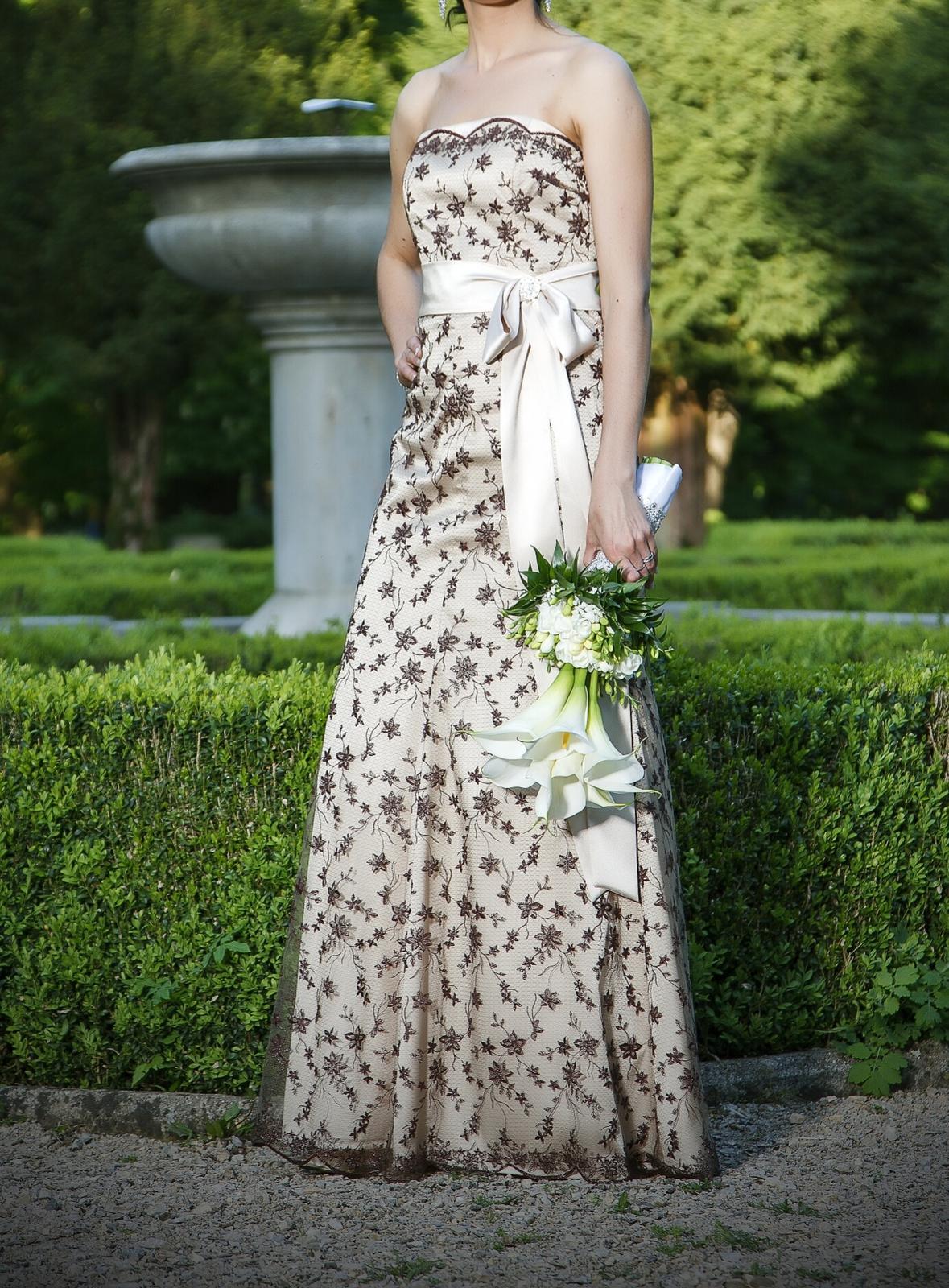 Netradične svadobne šaty - Obrázok č. 1