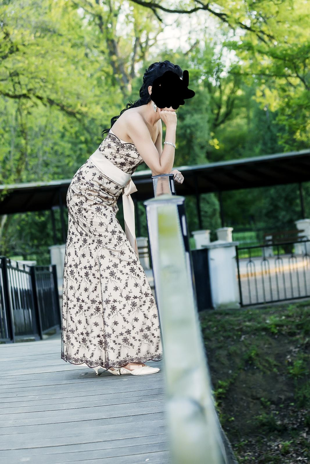 Netradične svadobne šaty - Obrázok č. 3