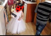 Šaty pro malou družičku, 104