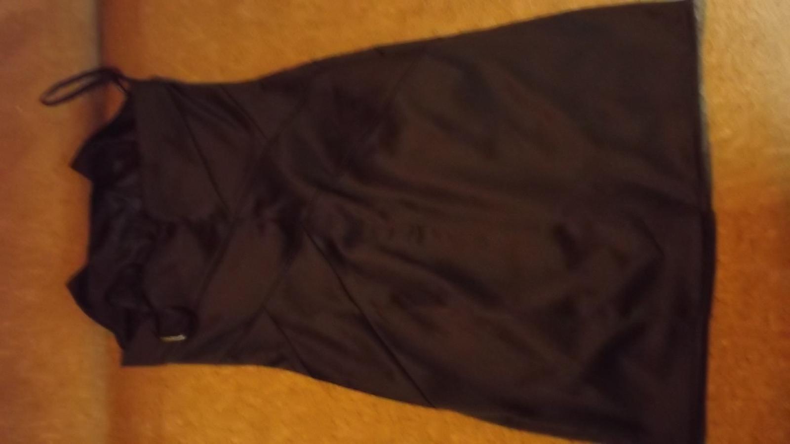 čierne koktailové šaty + topanky - Obrázok č. 1