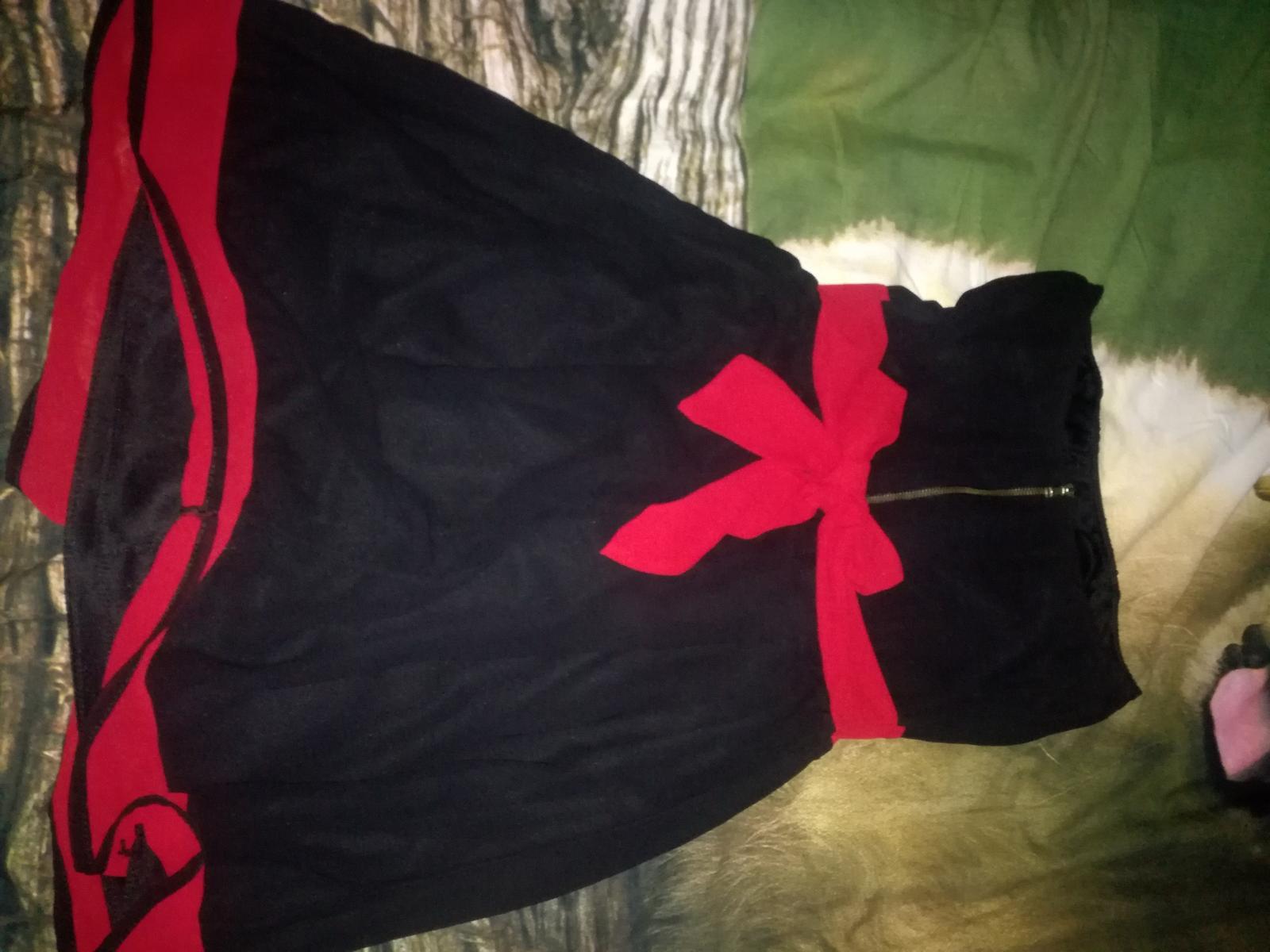 Čierne šaty s červenou stuhou - Obrázok č. 1