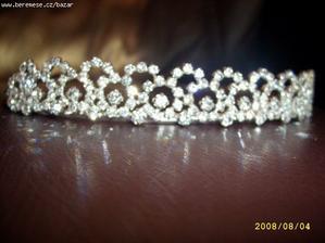 Tahle je nádherná a ladí i s náhrdelníkem a náušnicemi