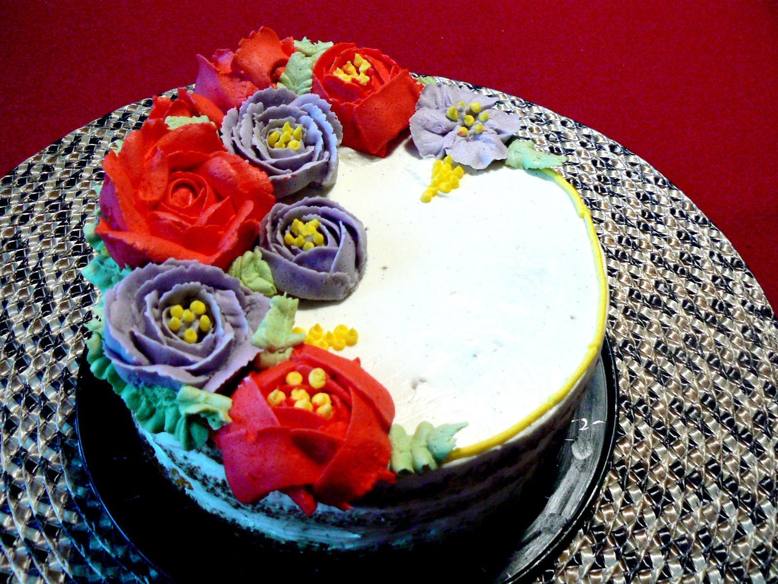 (Ne)tradicne zdobene torty :-) - Moja prvá s ručne striekanými kvetmi