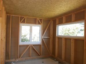 Okná sú od Rehau izolačné trojsklo s vystuženým rámom. Ug-0,7 W/m2K