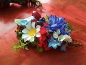 Kvetinová brošňa na šaty,