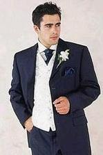 k tomu pierku patrí oblek :-) buď čierna klasika, alebo niečo modré?