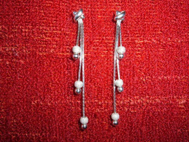 D+S  6.6.2009 - Šperky som obmedzila na náušnice - darček od môjho milého na prvé výročie našej lásky