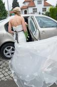 romantické svatební šaty s vlečkou, 38