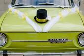 Dekorace na auto ženich+nevěsta,