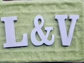 Písmena L & V,