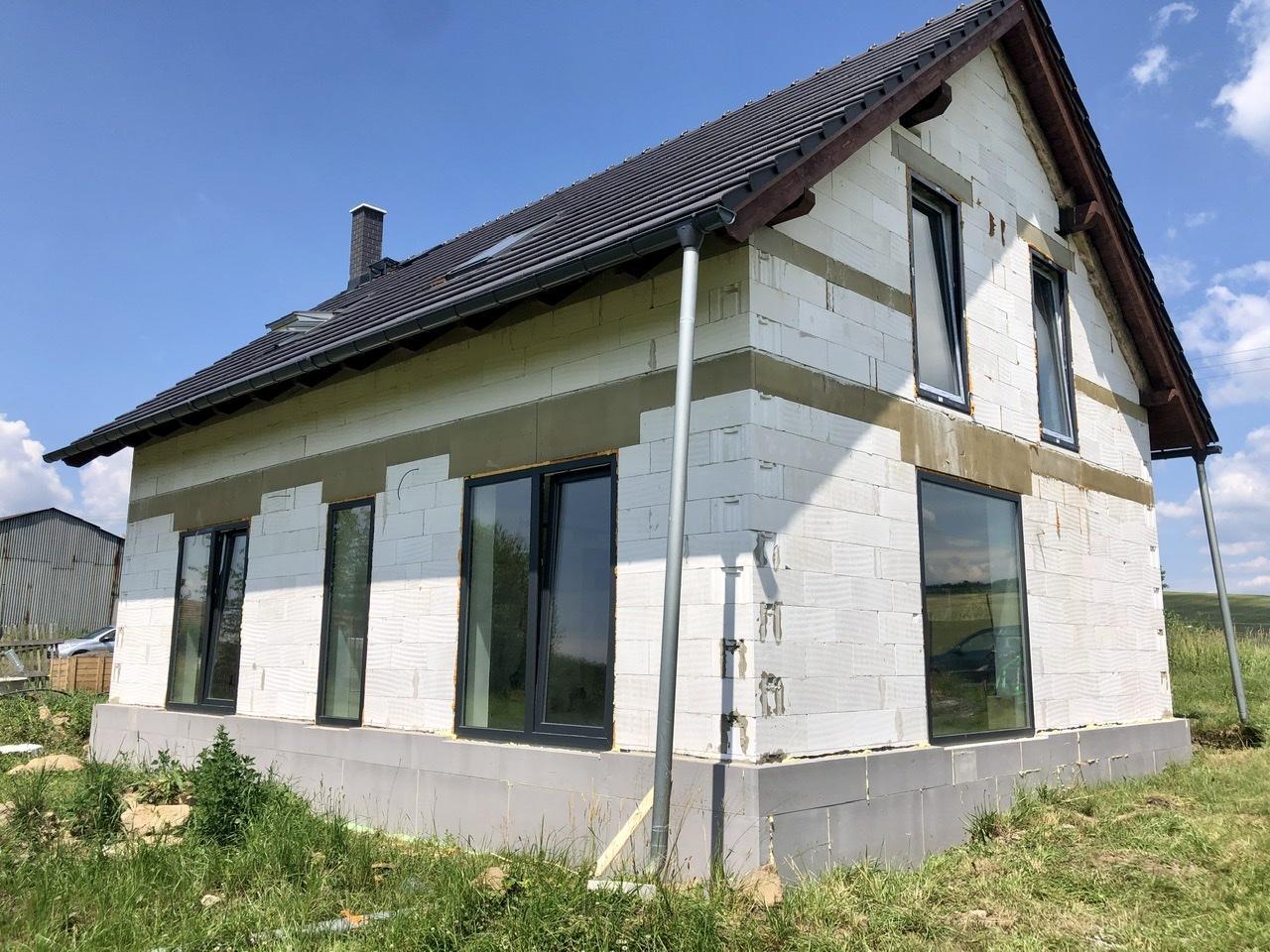 Dům u polí - stavba kolem a venku - Obrázek č. 4