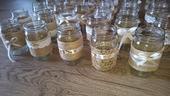 Vázy přírodní styl (juta + krajka/stuha),