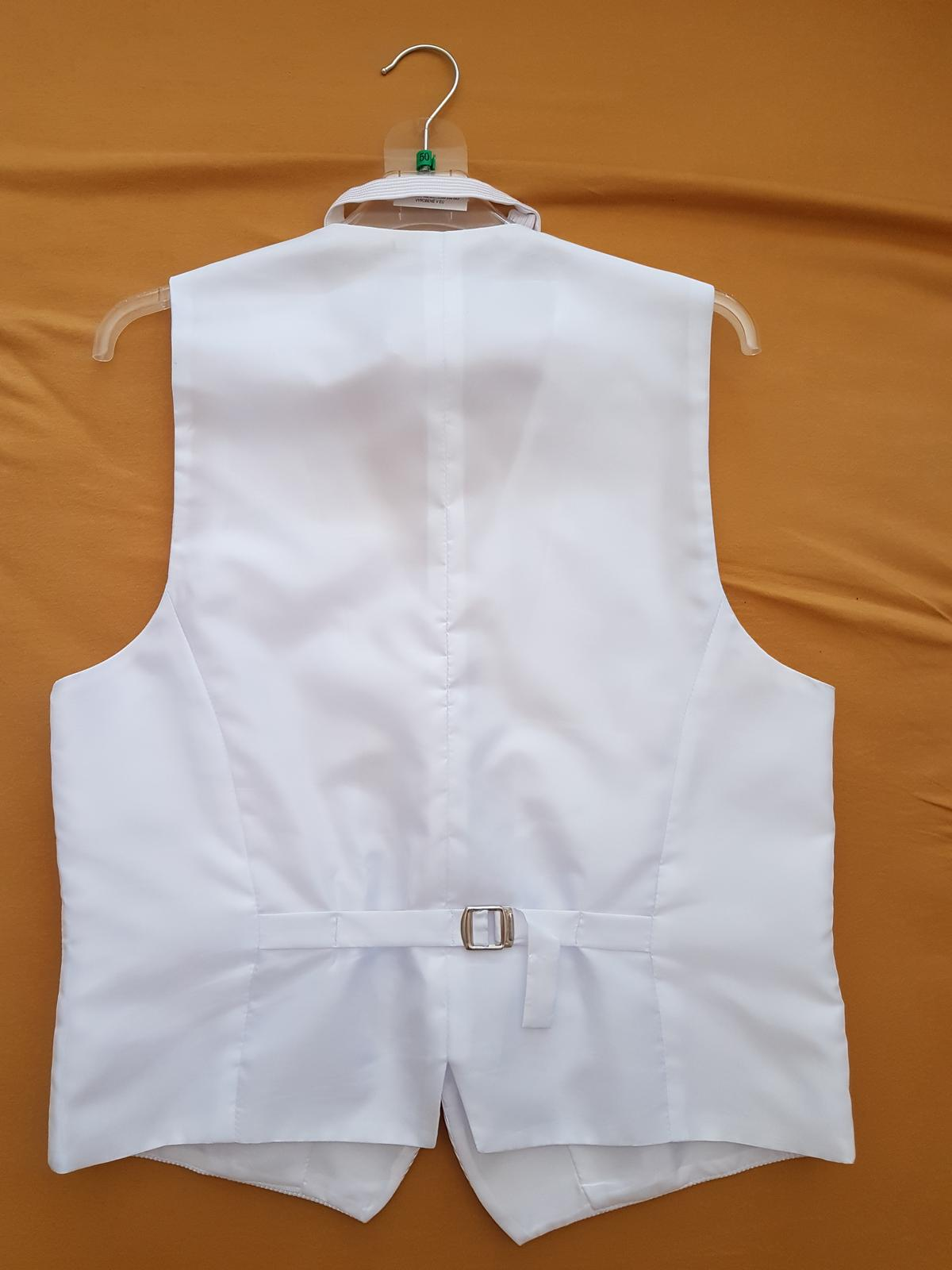 Biela vesta s motýlikom a kapesníkom - Obrázok č. 2