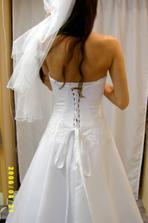 šaty Pája ... detail šněrování