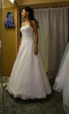 agentura pro mě objednala šaty Bridgette, ale přišly tyto ... od těch původních se hodně liší a tak jsem se definitivně rozhodla a zarezervovala šaty Pája