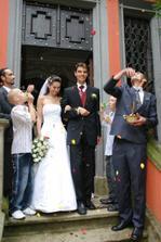 čerstvý novomanželský pár